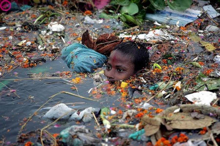 an introduction to the issue of the marine pollution in todays society